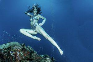 Deutsches Unterwassermode Katrin Grayl in Truk Lagoon Mikronesien