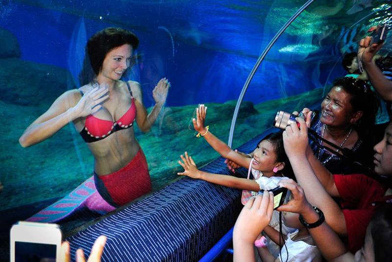 Meerjungfrau schwimmt in Thailand