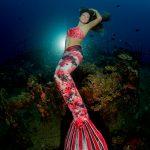 Professionelle Meerjungfrau unter Wasser