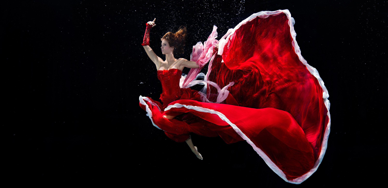 Katrin Gray ist Unterwasserfashionmodel