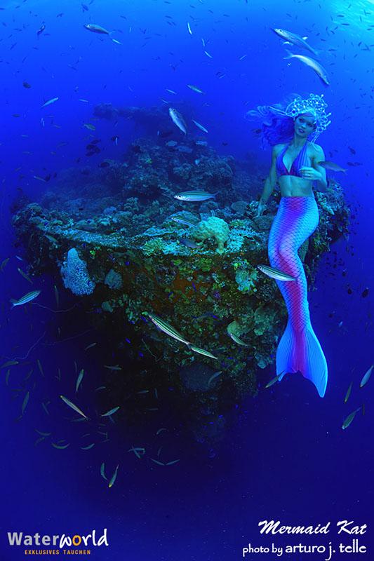 Meerjungfrau am Wrack in Truk Lagoon