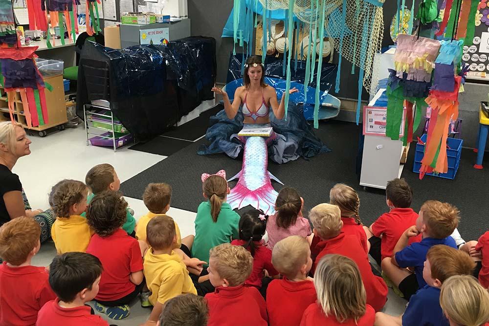 Arbeiten als Meerjungfrau mit Kindern
