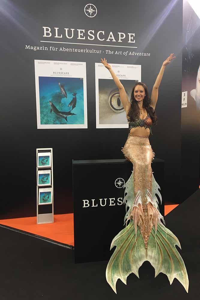 Meerjungfrau Mermaid Kat am Stand von Bluescape Magazin auf der Boot in Düsseldorf 2019