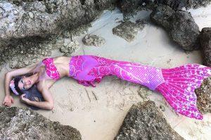 Meerjungfrauen Fotoshooting mit Mermaid Kat in pinker Flosse - Lübeck