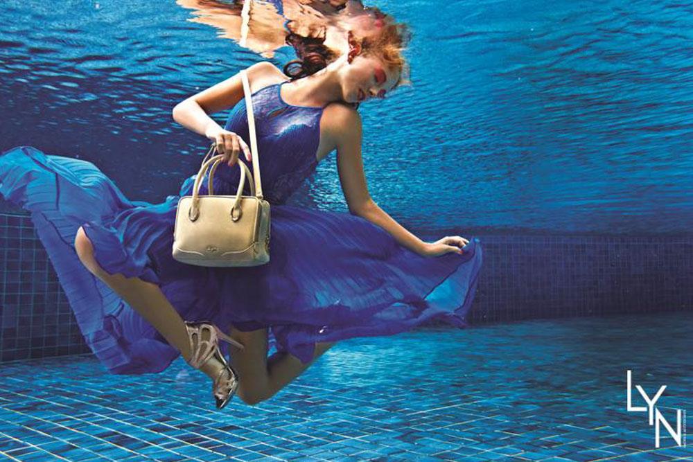 Katrin Gray ist ein professionelles Unterwassermodel und Unterwasser Stuntfrau