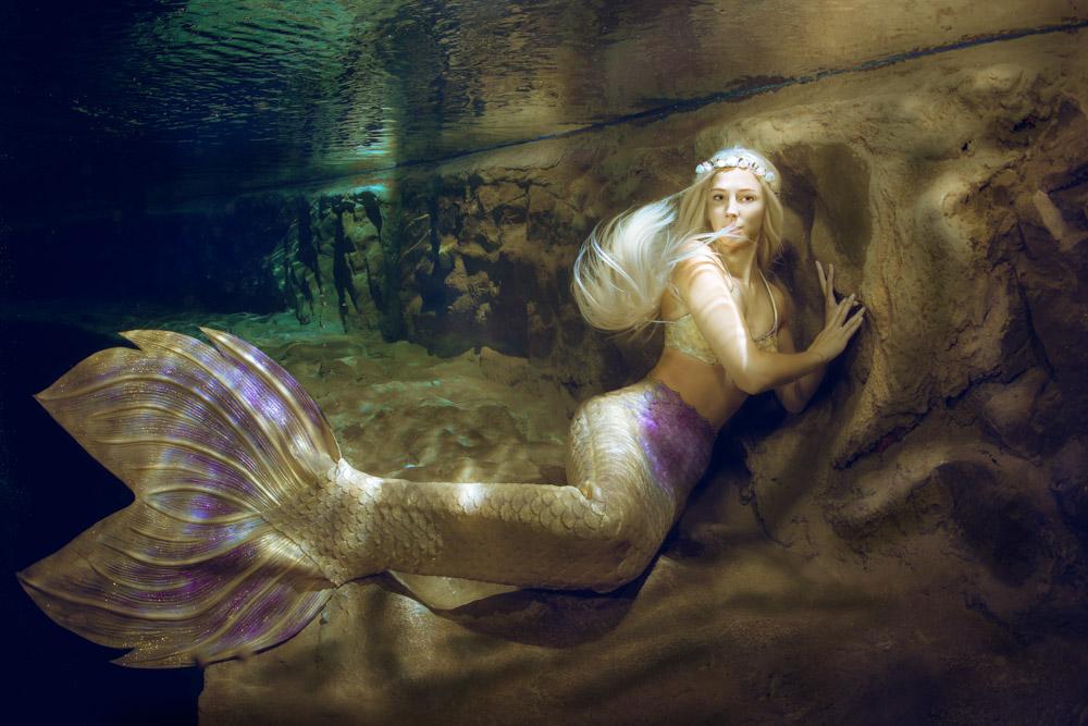 Karina Dierkmann modelt beim Unterwasser-Model-Fotografie-Workshop