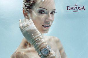 Unterwassermodel Katrin Gray (Felton) wirbt für Davosa Uhren
