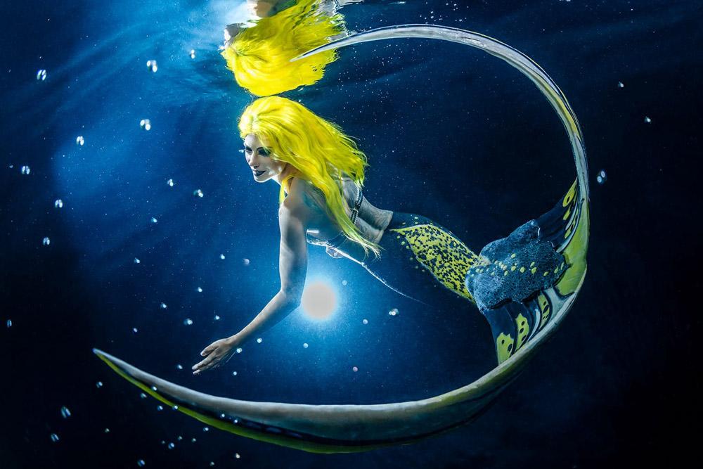 Wie viel verdient eine Meerjungfrau? - Meerjungfrauen-Unterwasser-Model Mermaid Kat
