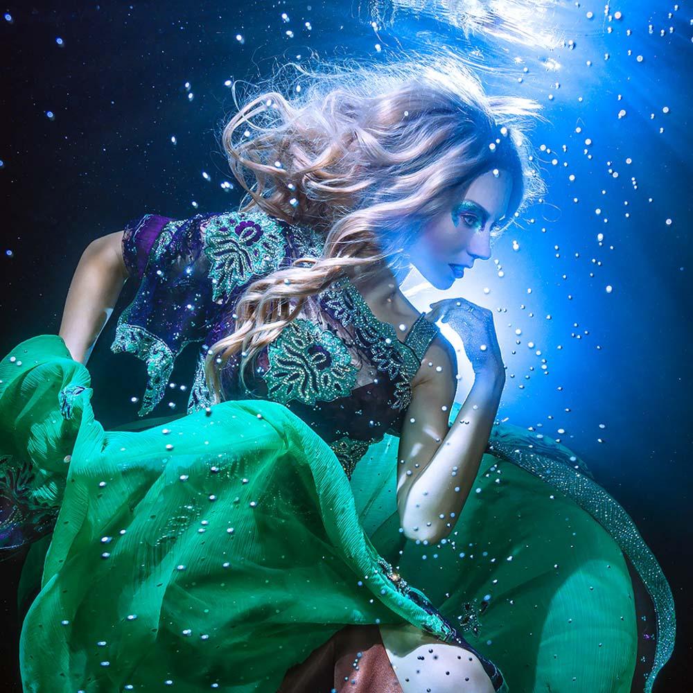Katrin Gray arbeitet als Unterwassermodel und Unterwasser-Stuntfrau - Unterwassershooting wie bei GNTM