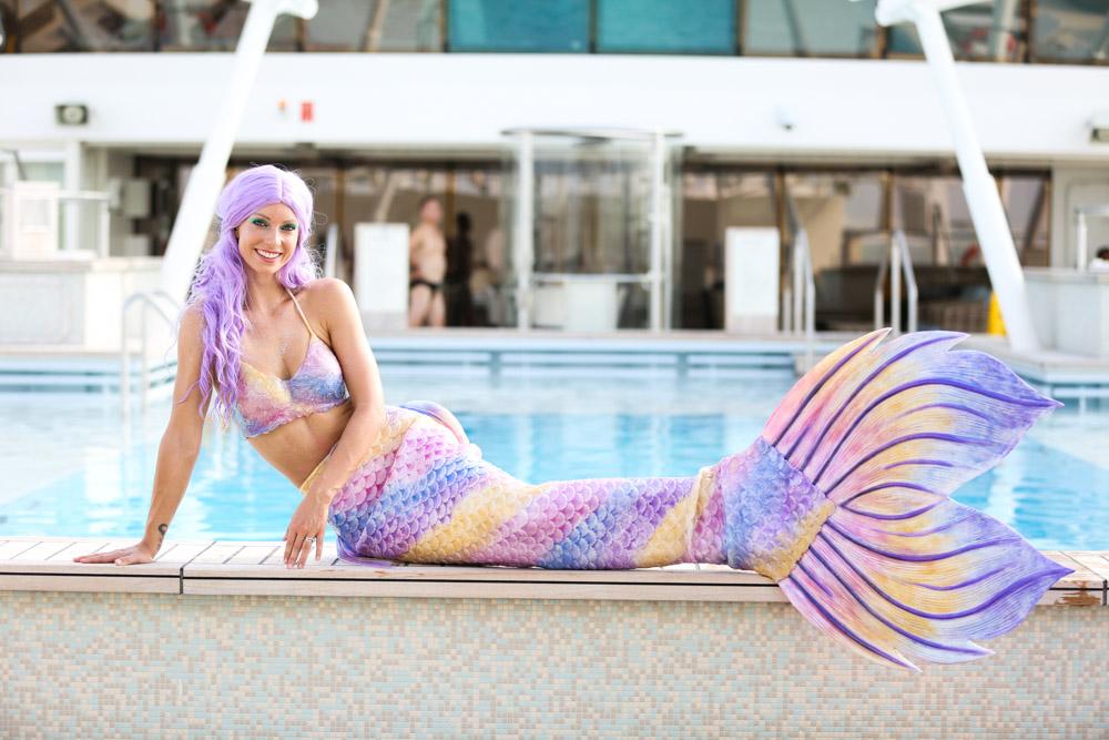 Professionelle Meerjungfrau Mermaid Kat in einer Silikonflosse
